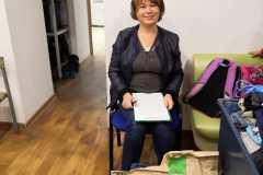 Людмила-получает-для-инвалида-соц.работник