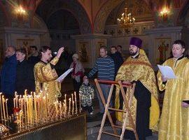 В Свято-Троицком кафедральном соборе совершен молебен с чтением канона Вифлеемским младенцам
