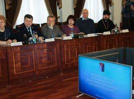 Председатель отдела Магаданской епархии по благотворительности и социальному служению принял участие в заседании совета по здравоохранению и демографическому развитию Магаданской области