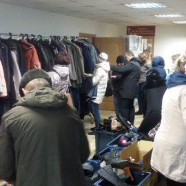 Раздача одежды и обуви для детей и взрослых в Лазареву субботу.